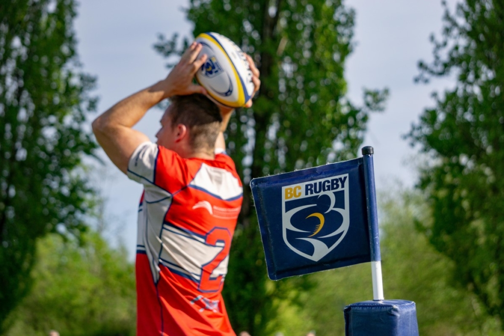 Player throwing lineout