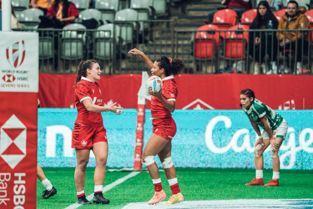 Canada 7s Women's team celebrate a try
